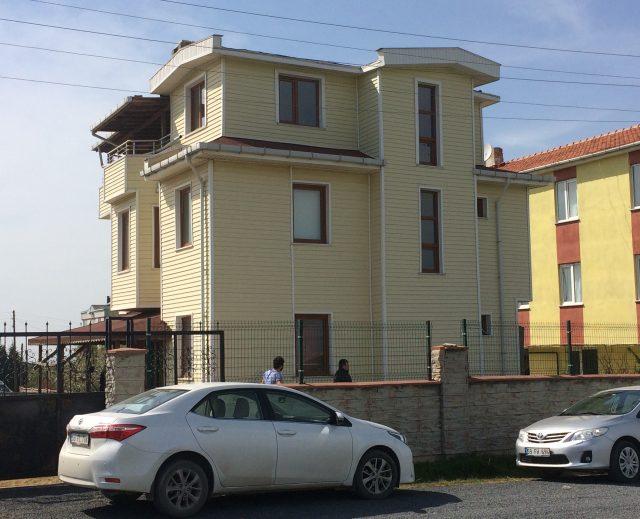 ÖNERLERDE MUSTAKİL VİLLA 815 m2 ARSA İÇİNDE